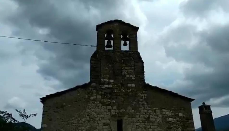 El campanar de Sant Esteve demana solidaritat - El campanar de Sant Esteve de la Sarga va ser el promotor de la iniciativa, que demana el suport d'altres consistoris en la mateixa situació i la solidaritat d'ajuntaments de pobles de muntanya.