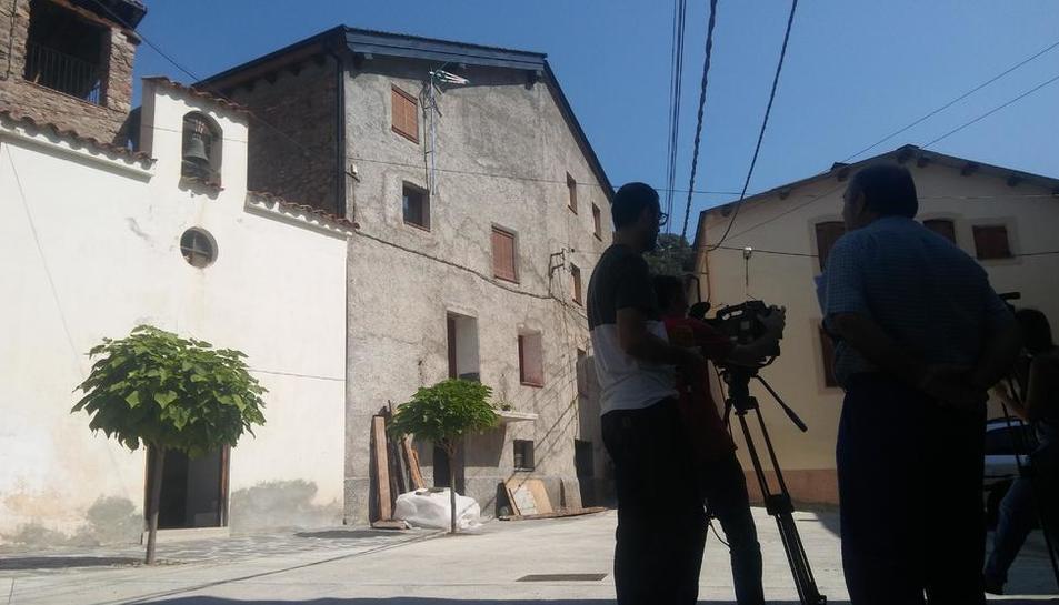 Veïns del poble de Baro, a Soriguera, van fer sonar ahir la campana.