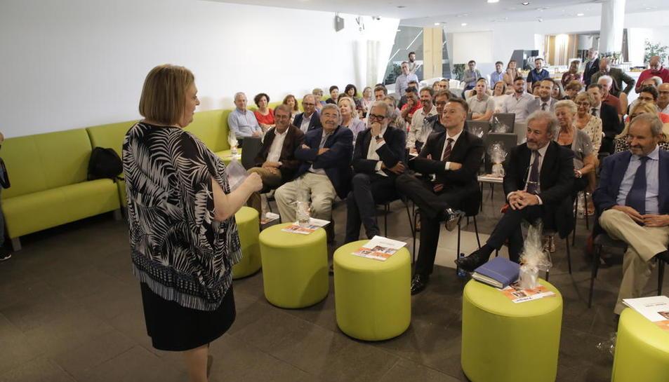 Un instante del acto de conmemoración de los 50 años de Inlingua Lleida, ayer en la Llotja.
