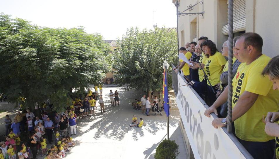 La consellera de Agricultura, Teresa Jordà, abrió ayer las fiestas de Seròs con la lectura del pregón.