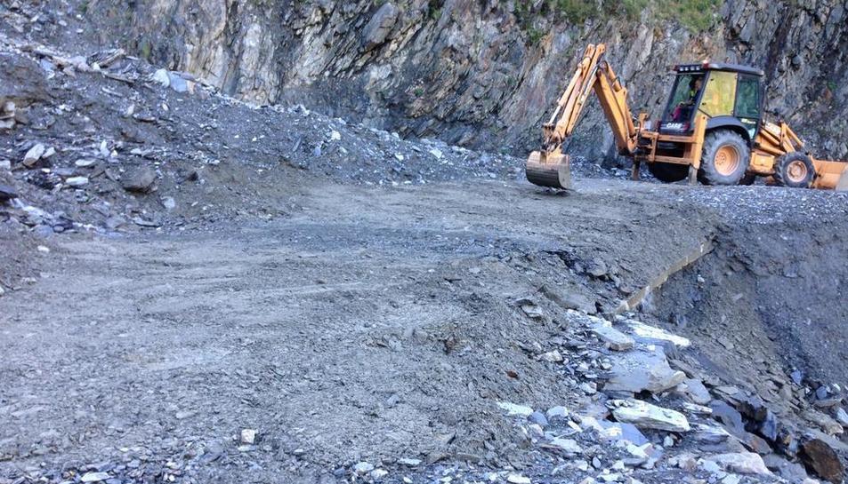 Retirada de rocas el sábado en Bagergue, donde volvieron a caer la noche del domingo.