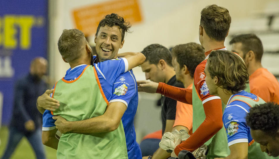 Pedro Martín celebra el triomf de l'equip davant l'Ebro.