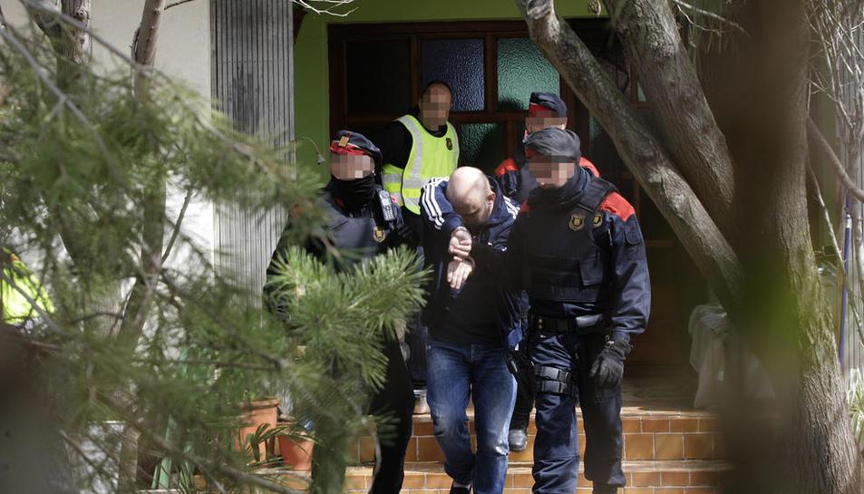 Momento de la detención de uno de los dos cabecillas de la red en Ponent.