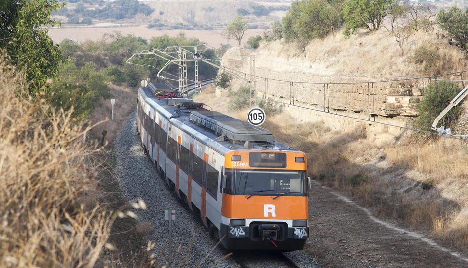 El tren de la línia de Manresa, aturat aquest dilluns al matí a l'altura de la