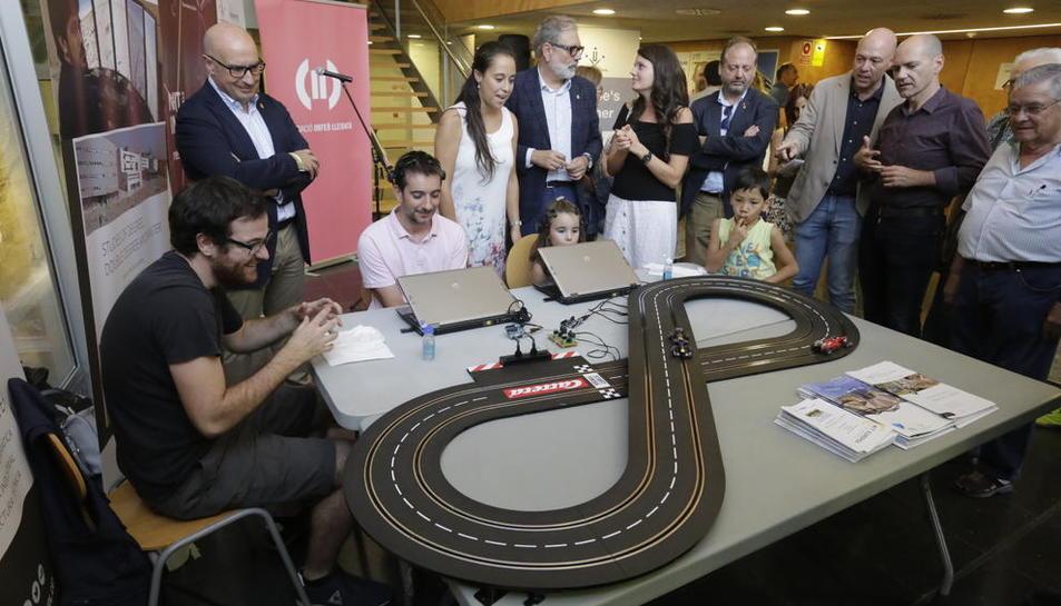 El Obert incluye este proyecto científico que permite mover un coche de Scalextric con la mente.