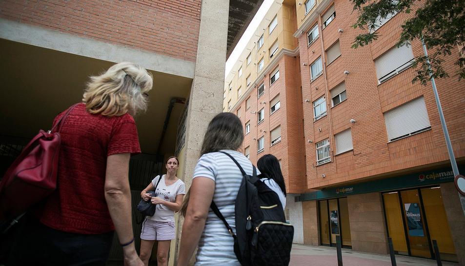 L'edifici on l'home ha matat suposadament les seues dos filles.