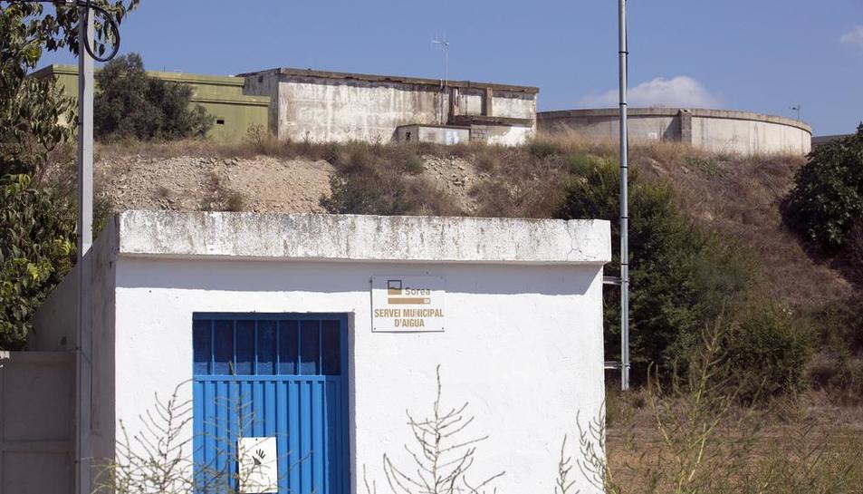 Els dipòsits de Guissona ubicats al costat del parc de l'Estany.