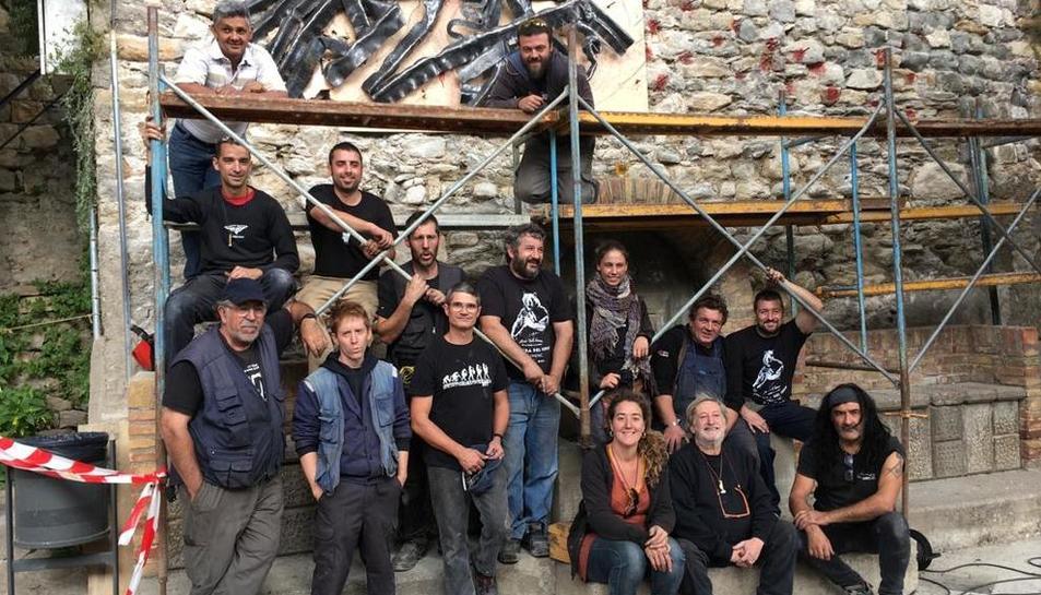 Durante el encuentro de los forjadores de Llimiana del domingo se creó una silueta del Montsec.