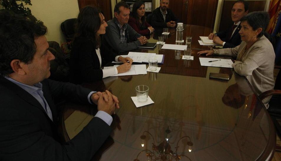 Imagen de la reunión de Cunillera y Crespín con alcaldes del consorcio Segre-Rialb.