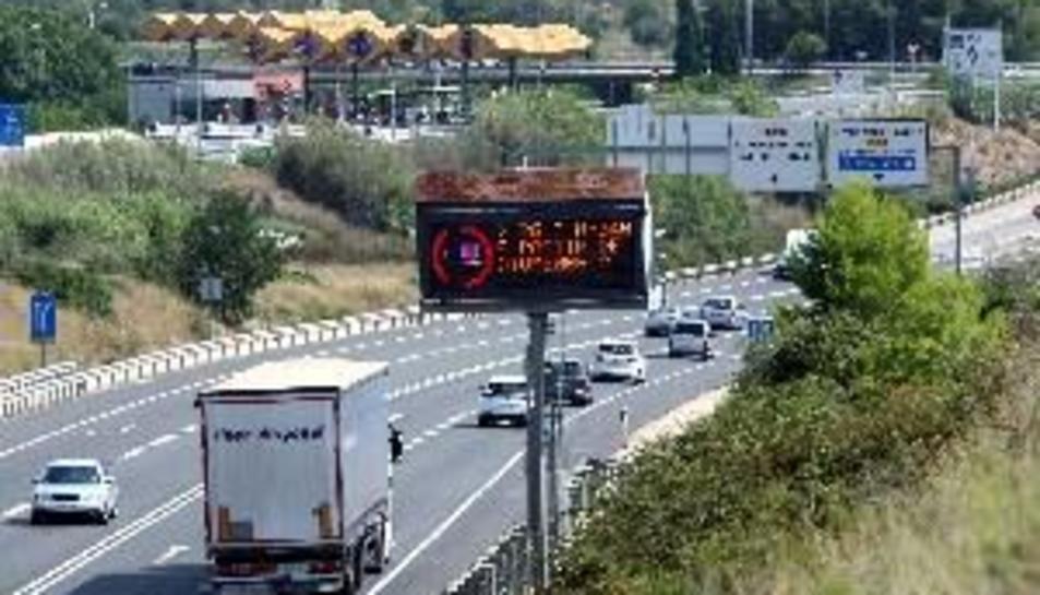 El 53% de conductors no utilitza correctament intermitents en avançaments