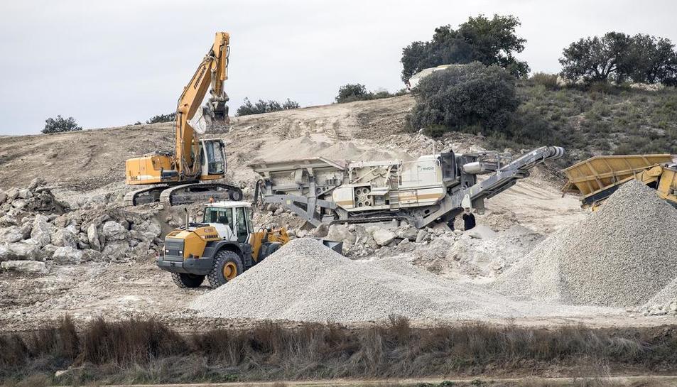 Imatge dels treballs per a l'explotació de guix a Biosca.