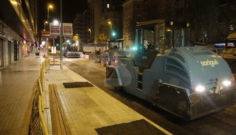 Els treballs de pavimentació de l'avinguda Catalunya.