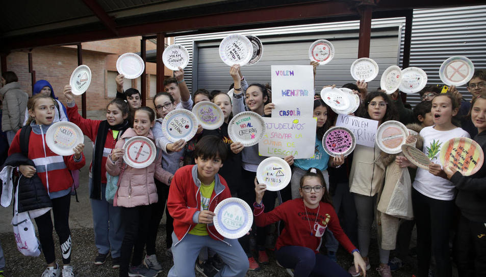 Protesta a l'Escola Alba contra la 'privatització' dels menjadors