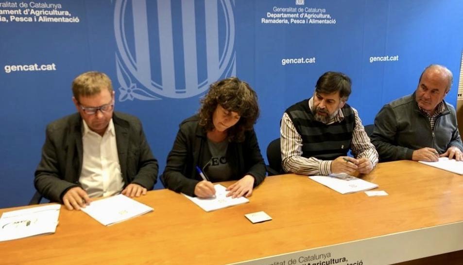 L'acte de signatura de l'acord.