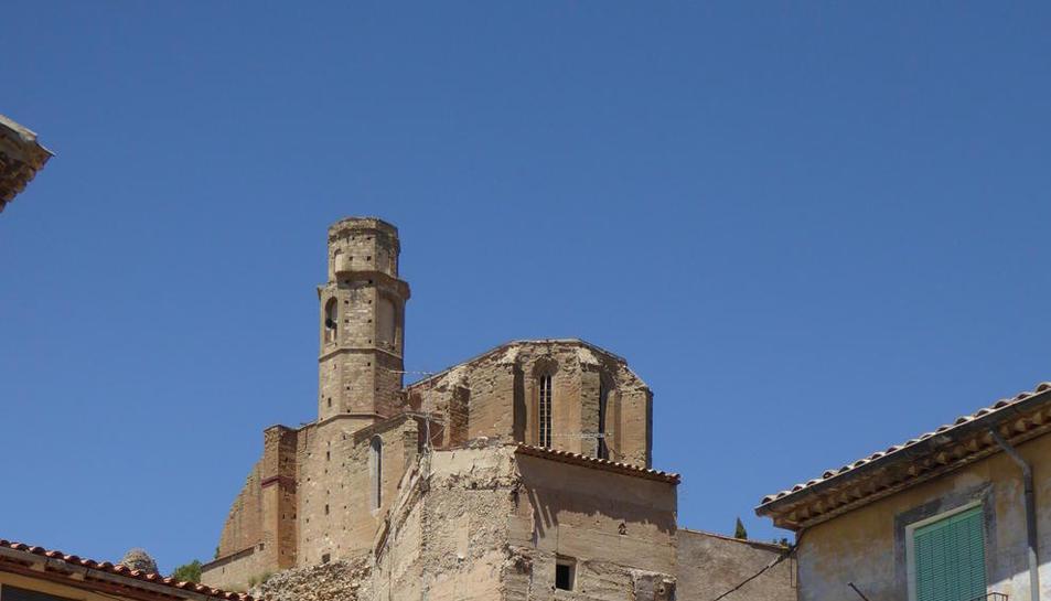 Imagen de la fuente barroca en el centro de Castelló de Farfanya.