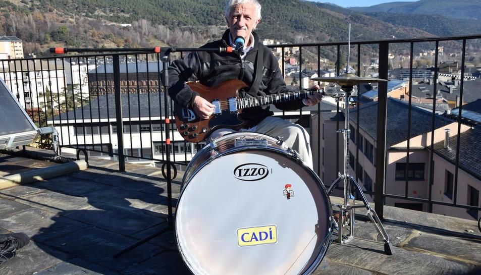 El popular músic de la Seu d'Urgell Joan Ribolleda 'Truqui', de 66 anys, amb el primer disc a punt.