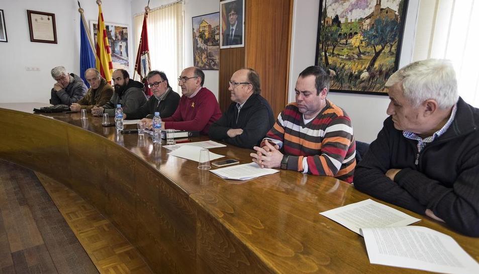 Edils i veïns a l'acte celebrat ahir per reclamar que Torà i Biosca passin al Solsonès.