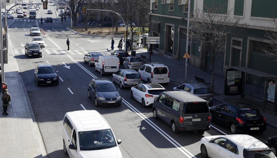 El carrer Príncep de Viana, amb dos carrils de circulació per sentit