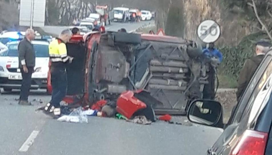 El accidente tuvo lugar ayer en la carretera C-1412b.