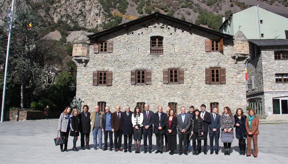 Foto de familia de los responsables del proyecto de candidatura, ayer durante la presentación en la Casa de la Vall de Andorra.