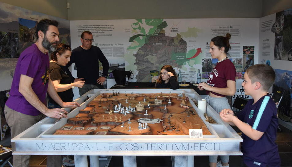 La sala Sant Domenèc es el escenario principal de un festival con más de 300 juegos de mesa para todas las edades y que cierra hoy su cuarta edición.