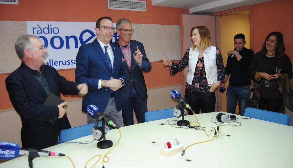 El consejero delegado de La Xarxa, Francesc Pena, a la derecha del alcalde de Mollerussa.