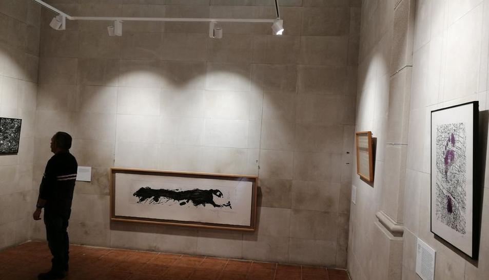 Vista de la sala La Capella de Torregrossa durant el muntatge de l'exposició que s'inaugurarà avui.