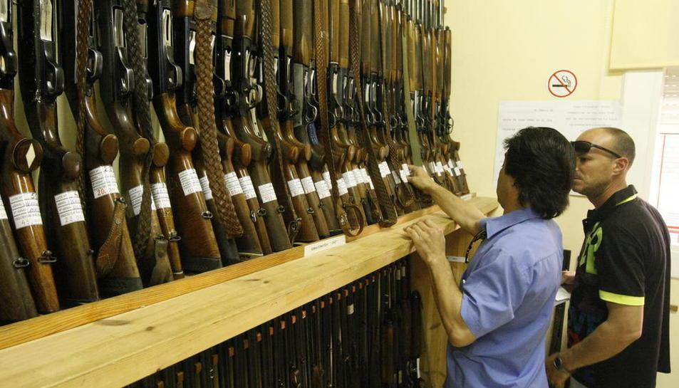 Foto d'arxiu d'una subhasta d'armament de la Guàrdia Civil.