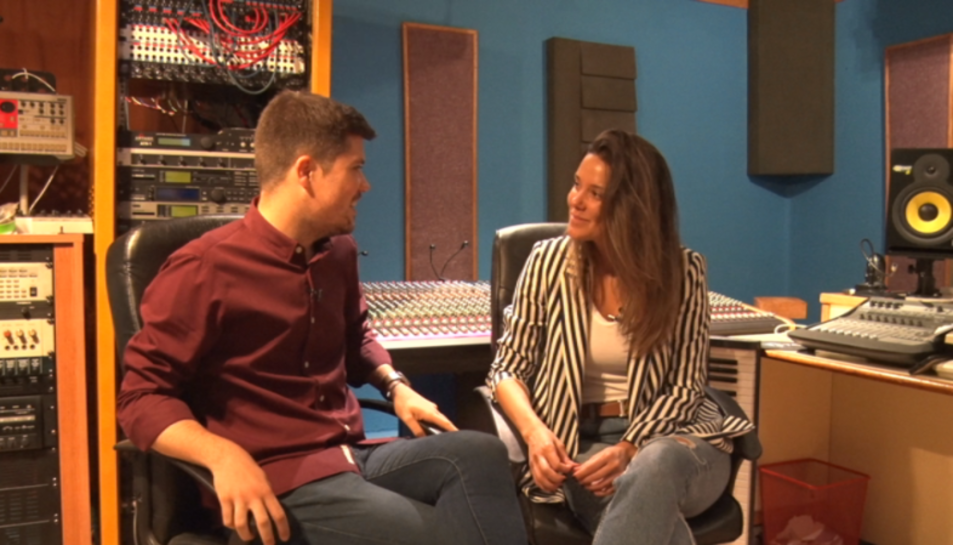 Joan Cama entrevista a la cantante leridana Lorena Gómez.