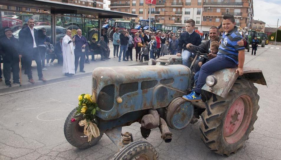 Entre los tractores había auténticas piezas de museo y participantes de Montgai, Butsènit y Puigverd.