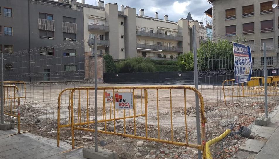 El solar, en la calle del Orri, está listo desde agosto del pasado año.