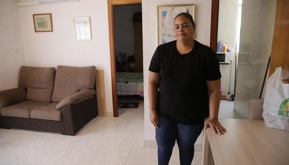 Yohanna, en la vivienda que ha conseguido mantener tras llegar a un acuerdo con la propietaria.
