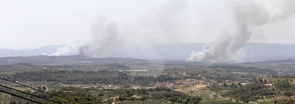 Bovera, en las Garrigues, rodeada de tres focos de fuego
