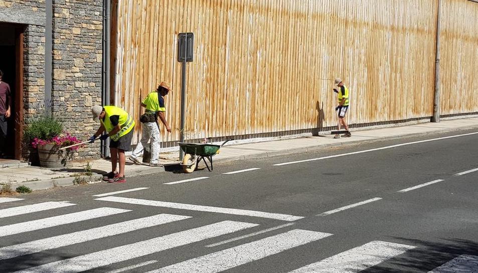 Alguns dels joves treballant a Rialp.