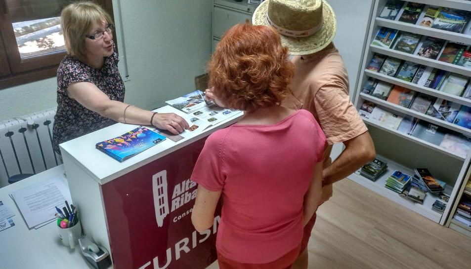 Se han repartido por las oficinas de turismo de la comarca.