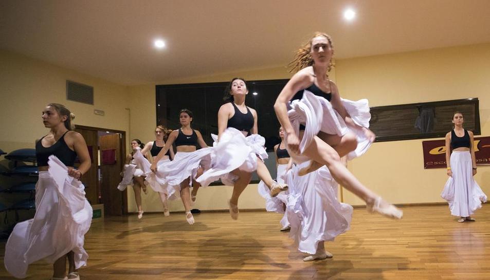 Guissona estrena aquesta nit 'Bachendansa', una ambiciosa fusió de la música de Bach amb la dansa contemporània