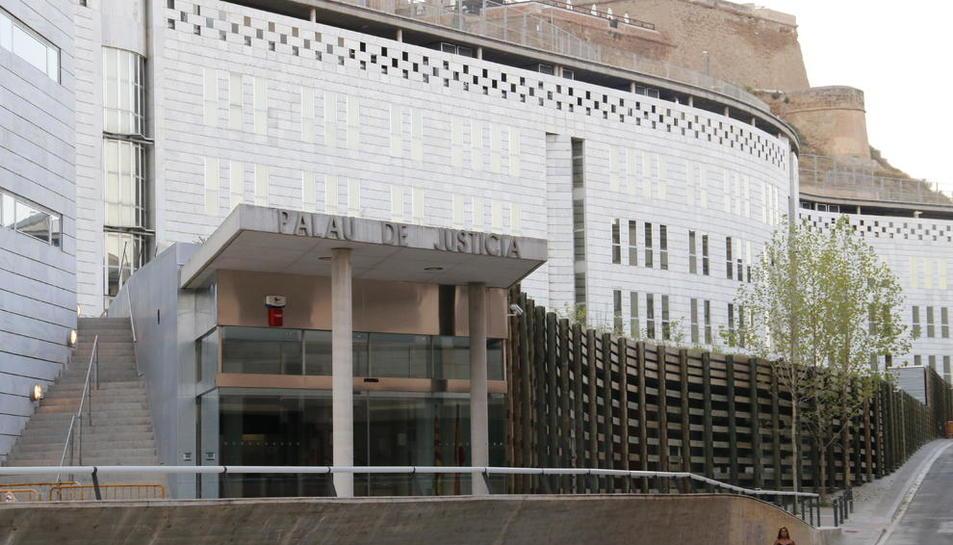 Vistes de l'edifici de l'Audiència de Lleida, al Canyeret.