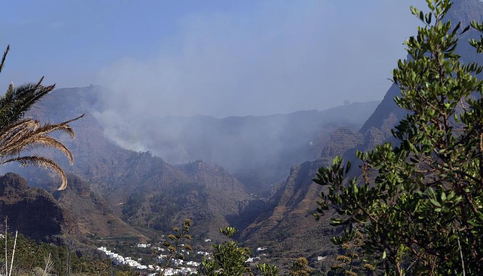 Vista parcial de la zona afectada per l'incendi de l'illa de Gran Canària, ahir, encara fumejant.