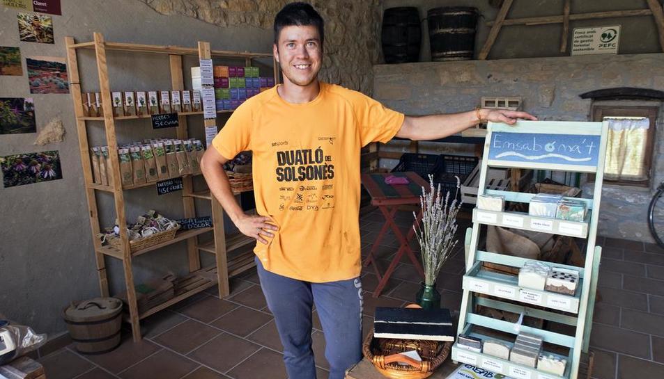 Xavier Miramunt, promotor de la iniciativa  -  La agrotienda venderá productos del territorio, es decir, de la Vall del Llobregós, y además de plantas aromáticas y condimentos, dispondrá de una sala-bar para tertulias y conferencias.
