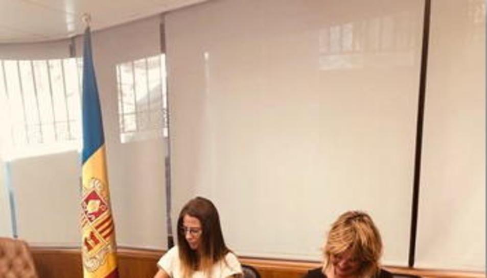 La ministra de Cultura d'Andorra i la directora del Llull, dilluns.