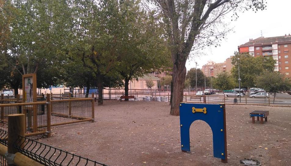 Nou parc amb jocs per a gossos al costat dels jardins Primer de Maig