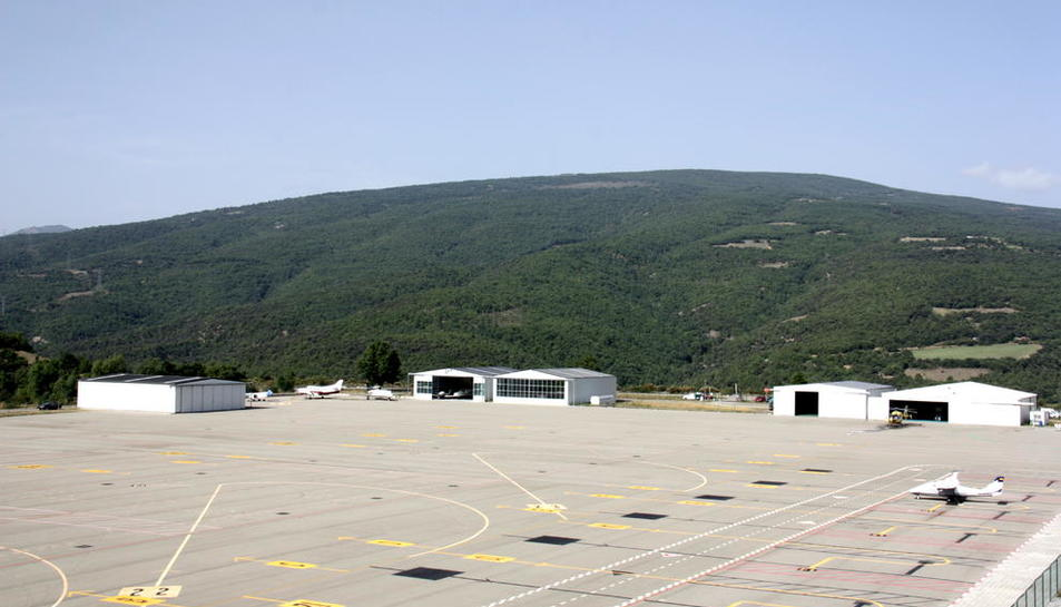 L'aeroport de la Seu-Andorra, ahir, durant els vols de prova del sistema d'aterratge amb GPS.