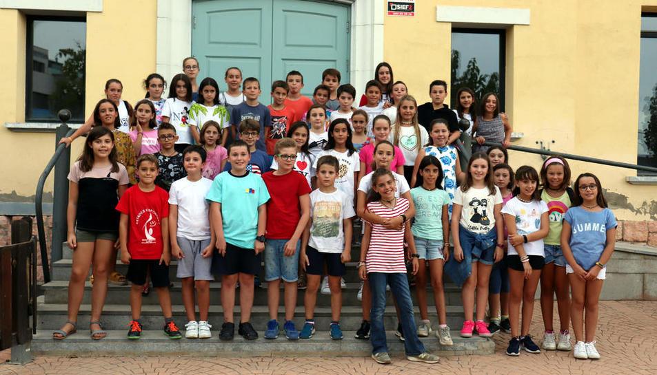 Foto de família dels menors que han participat a la Bibliocursa d'Alpicat.