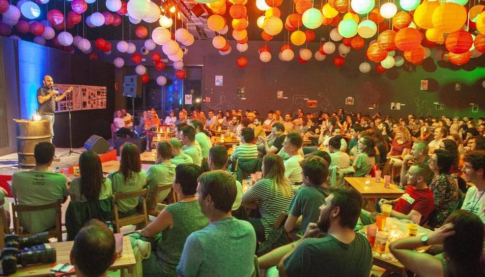 L'Espai MerCAT de Tàrrega es va omplir dissabte a la nit en 'La Nit dels Monòlegs' de Lo Memefest.