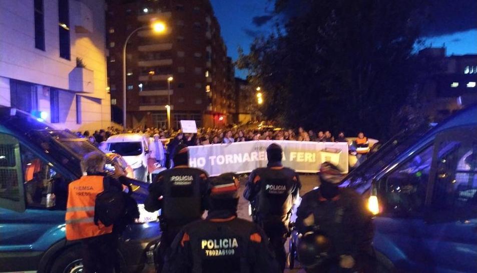 Concentració davant de la comissaria dels Mossos a Lleida contra les detencions