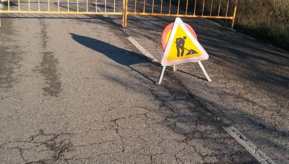 Les esquerdes que han aparegut a la carretera de Castelldans.