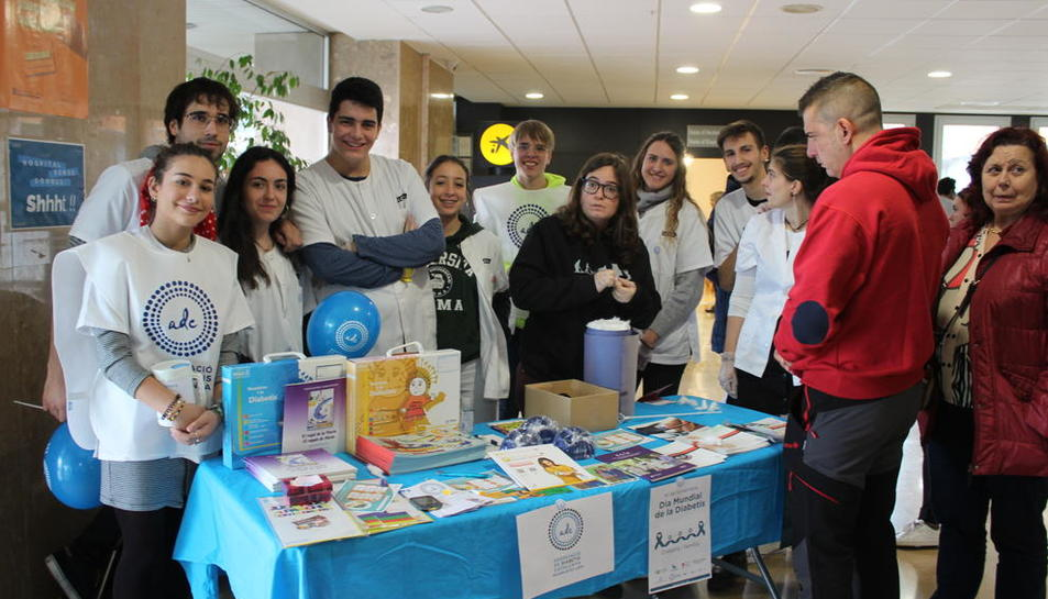 Taula ahir a l'Arnau de l'Associació de Diabètics de Catalunya per fer controls de glucèmia.