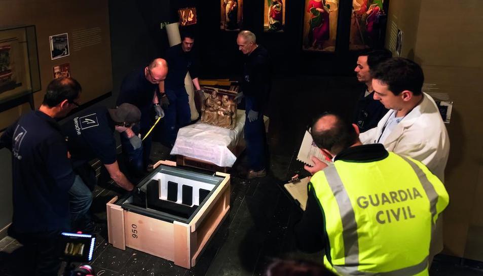 Embalatge d'obres al Museu de Lleida l'11 de desembre del 2017, sota el control de la Guàrdia Civil.