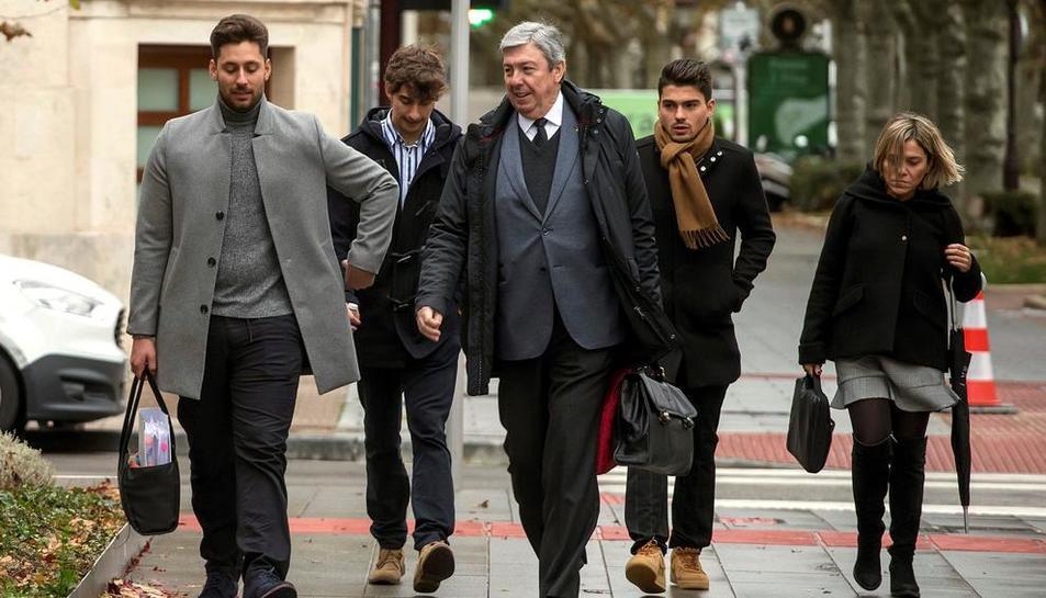 Víctor Rodríguez, Carlos Cuadrado  y Raúl Calvo, exjugadores de la Arandina CF, condenados por agresión sexual a una menor.