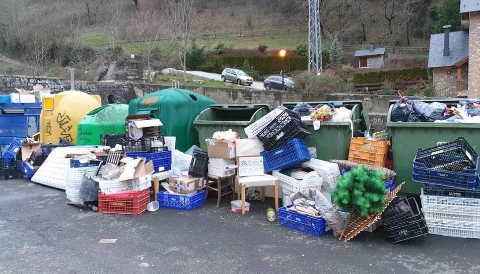 Aran llama al civismo para evitar que los contenedores se desborden